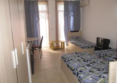 Стая за трима (2)